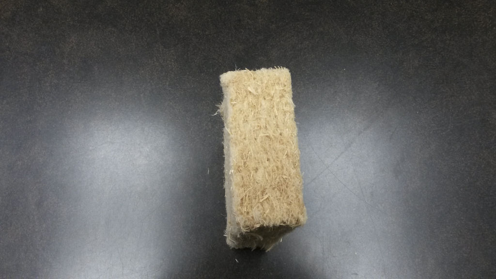 La laine de bois est un isolant écologique fabriqué avec de la fibre de bois.