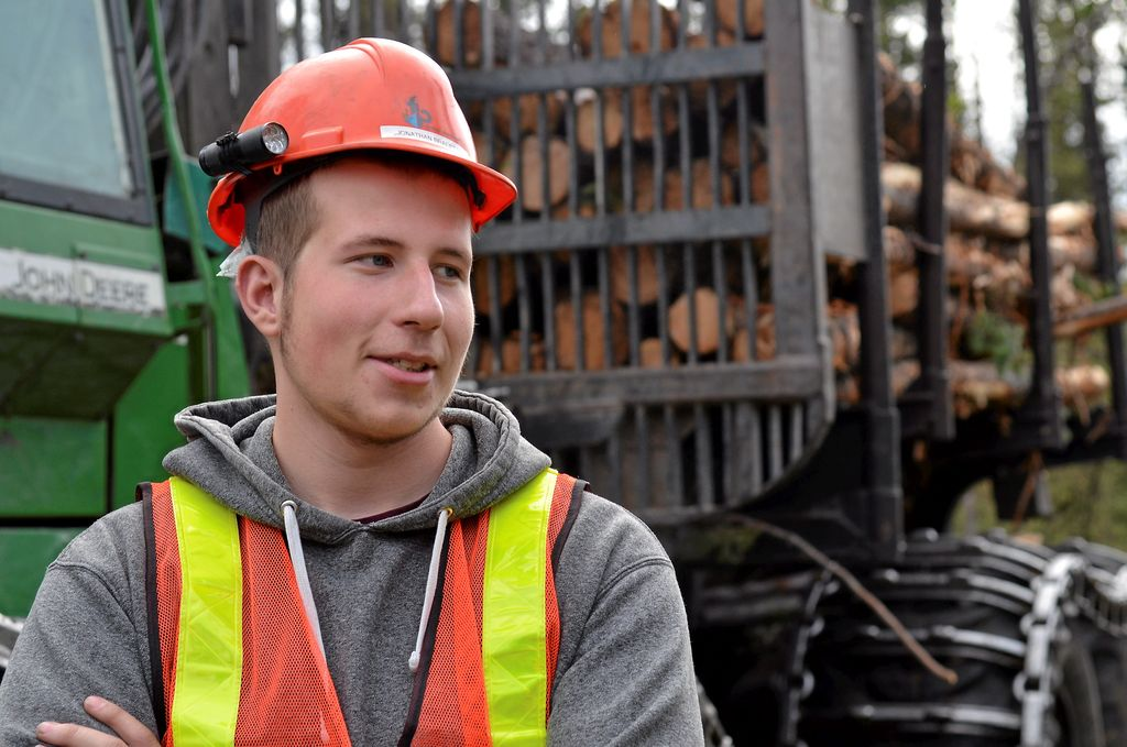 Jonathan Bradette, un opérateur de 18 ans de Saint-Félicien, croit que tous les étudiants devraient avoir accès à une telle formation de perfectionnement.